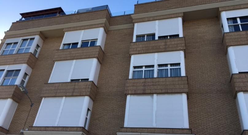 Venta de piso de 117m2, 3 habitaciones (2 dobles), cocina oficce, baño y aseo, aire acondicionado, calefacción garaje y trastero. CASTELLAR REF.1479-01