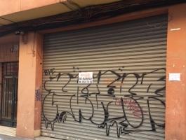 Alquiler de local comercial de 50m2, 1 persiana con cristalera, suelo cerámico, aseo. Zona Olivereta. REF.1573-01