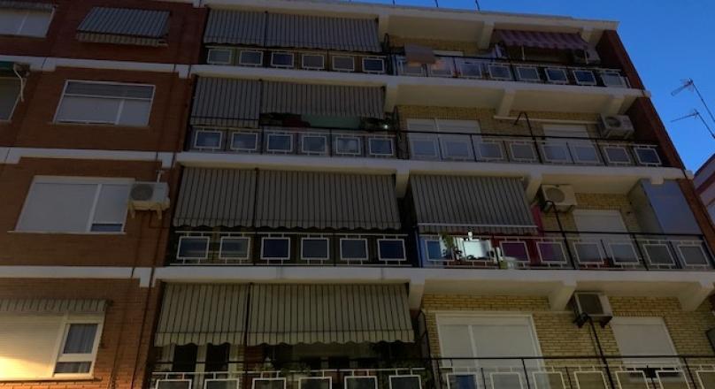 Venta de piso de 88m2, 3 habitaciones, baño completo con plato de ducha, amplia cocina, salón con aire acondicionado, terraza de unos 10m2, exterior y muy luminoso. REF. XIRIVELLA
