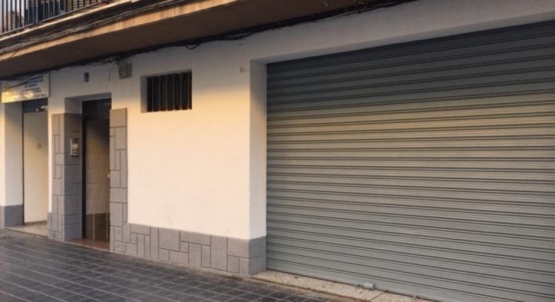 Alquiler de local comercial de 165m2, 2 persinas (1 con cristalera), 2 aseos, recepción, 3 despachos. Zona Calle Dr. Manuel Candela REF. 1605-01