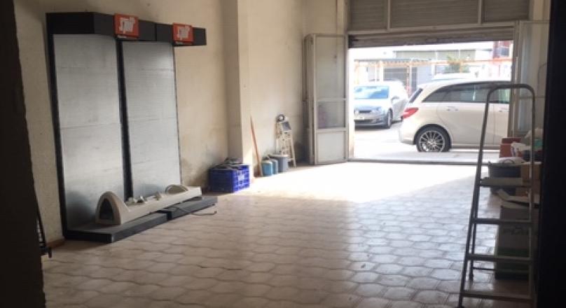 Venta de local comercial de 180m2, 1 persiana de acceso, para acondicionar totalmente. Zona Castellar-Oliveral REF.1606-01
