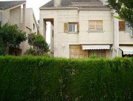Venta de adosado en Mas Camarena, 340m2 en 4 plantas, 4 habitaciones, 3 baños, buhardilla, cocina oficce, salón de 70m2. REF.1457-01